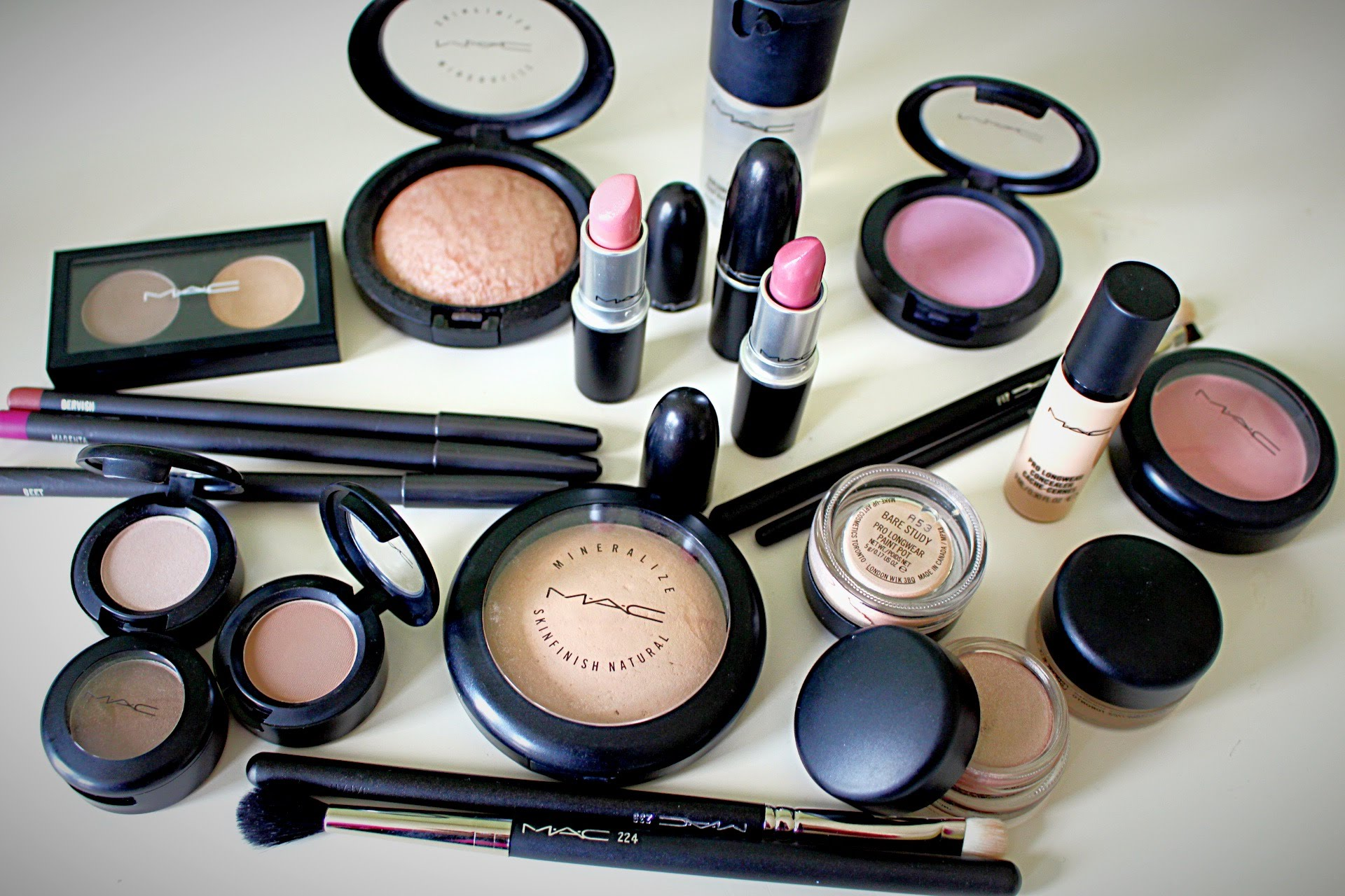 Reasons Why You Should Buy Cosmetics Online in India